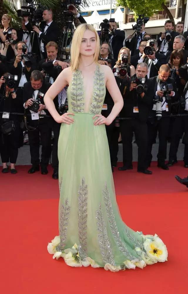 百褶裙甚至电影红毯上女明星的还是,ellefanning在戛纳电影节上的中国的最爱女明星图片