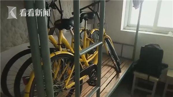 高校男生将3辆共享单车藏宿舍床上 自称不犯法