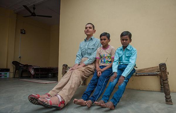印8岁男童身高近两米傲视全球同龄人