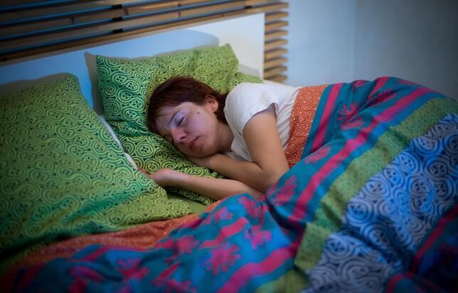 美专家:周末睡懒觉会增加患心血管疾病概率