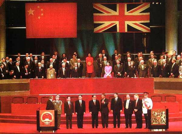"""回归20年,从""""以香港看香港""""到""""以中国看香港"""""""