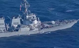 美国驱逐舰与菲律宾货轮相撞