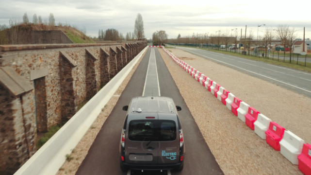 高通无线充电技术更进一步 汽车可以边行驶边充电