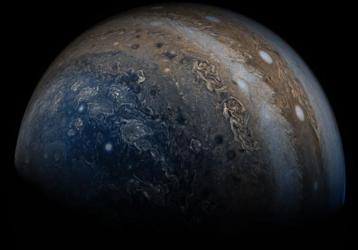 NASA发布木星南极照片增强版 白色风暴清晰可见