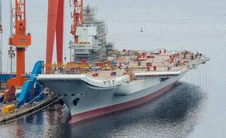 国产航母新进展:甲板一片繁忙