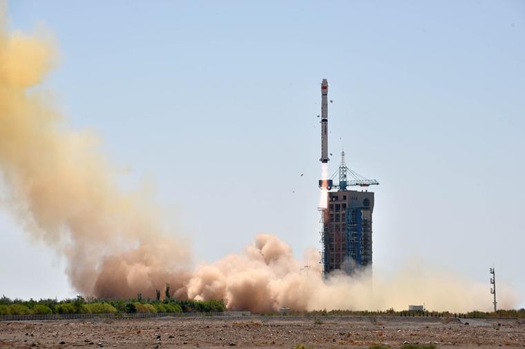 """中国成功接收""""慧眼""""X射线卫星首轨数据"""