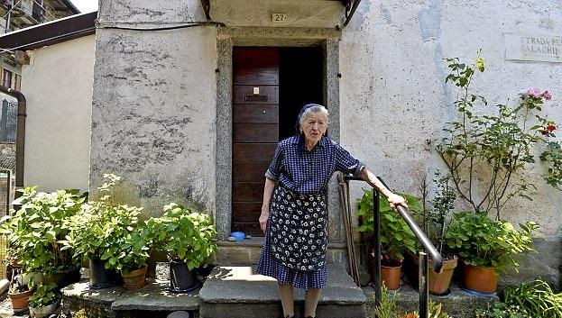 意南部村庄人口锐减 一村庄仅剩90岁老妇