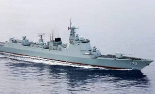 中国海军启航赴俄参加中俄联演