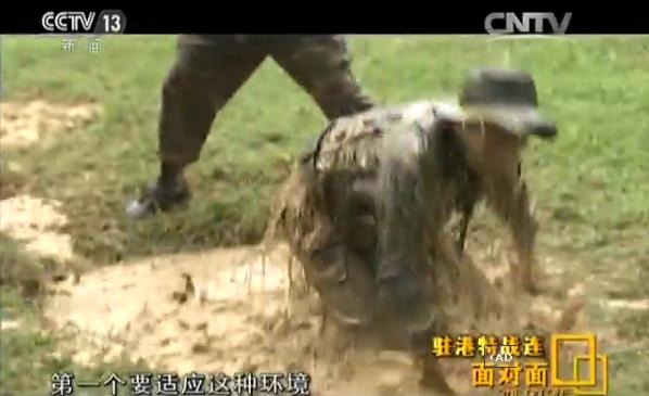 走进驻港特战连:士兵被按喝脏水锻炼个人意志
