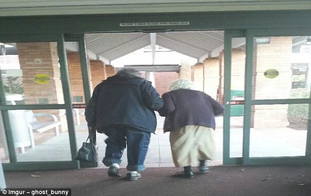 感人!老年人的有爱生活图片