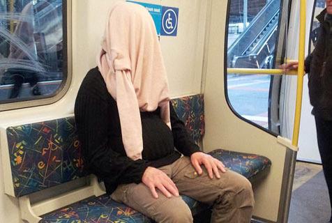 地铁里面总有奇怪的人出没