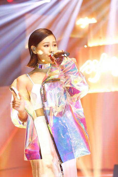 袁娅维献唱Fashion Pop舞台 闪耀华谊兄弟时尚夜