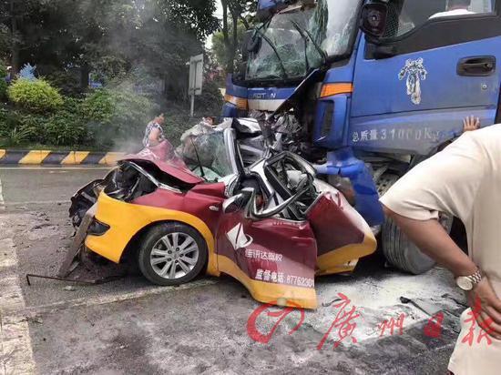 父子三人驾车外出过父亲节 遭大货车追尾均遇难