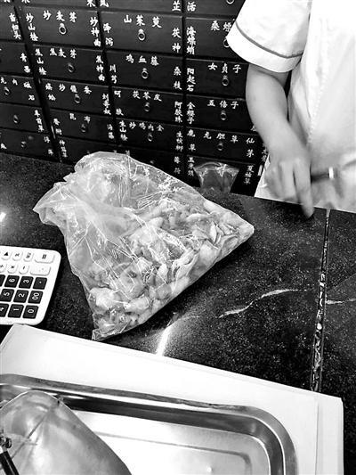"""多家药店卖无标识""""穿山甲片"""" 自封袋包装价格不一"""