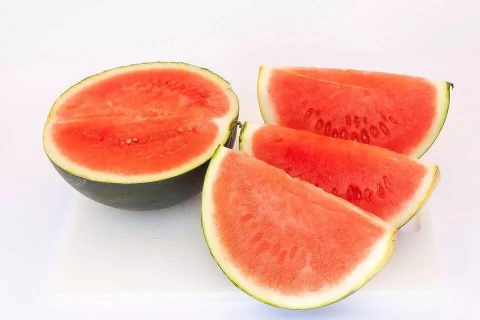 中医用一块瓜皮就治好了孩子的病,你常扔掉的西瓜皮原来有这6大好处!
