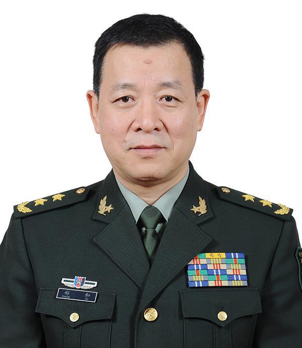 """国防大学新""""掌门人""""就职 郑和中将出任校长"""