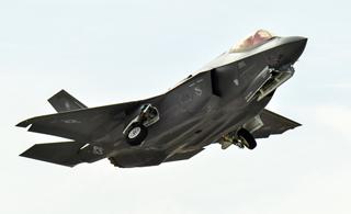 F-35战机在巴黎航展首秀机动性 展示关键能力