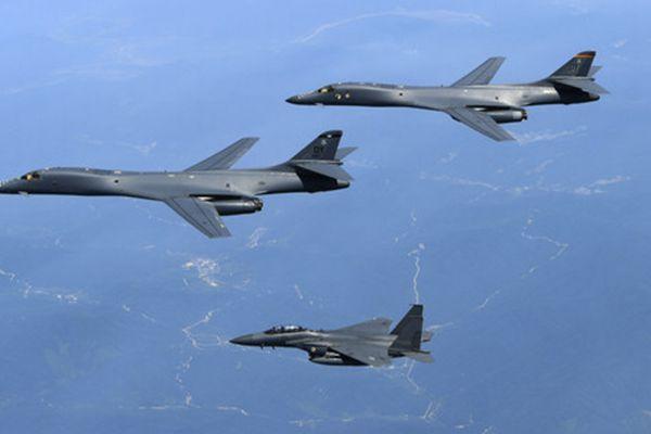 美军两架B-1B轰炸机再次抵韩参加联演