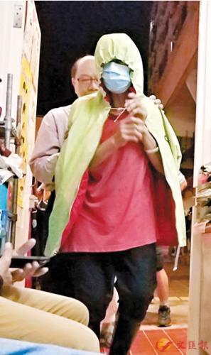 香港75岁老太1元卖纸皮被控无牌贩卖 手推车充公