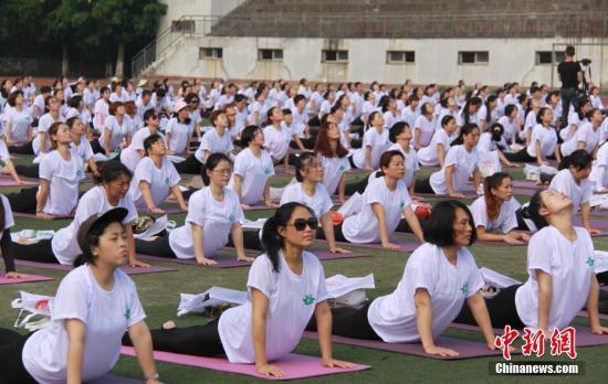 """印媒关注中国掀起""""瑜伽热"""":能与中国太极相媲美"""