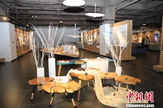武汉一高校学生毕业设计拍卖获万元 捐赠母校