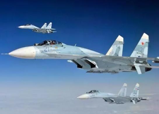 相距仅1.5米!俄军苏27拦截美军RC135侦察机