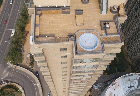 山东德州百米高楼现泳池 未经批准属违建