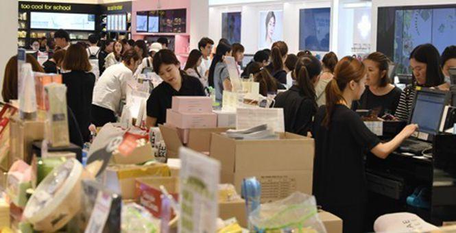 他们的春天回来了?韩媒:免税店重现中国顾客排队景象