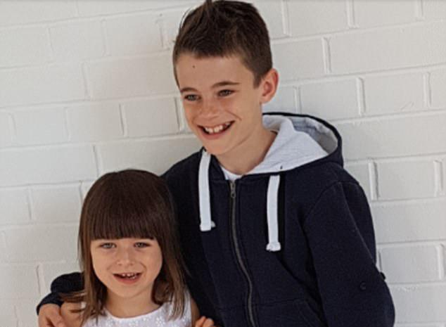英残疾女童乘飞机遭歧视 10岁哥哥霸气反击