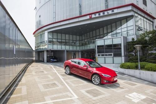 特斯拉电动汽车正式在韩上市 加速充电站建设