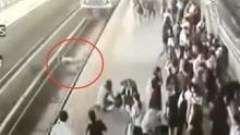 孕妇疑晕倒跌入站台无人救 火车将其碾死
