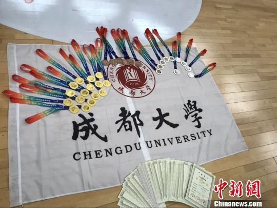 成都大学生超炫花样跳绳 一年狂揽23金