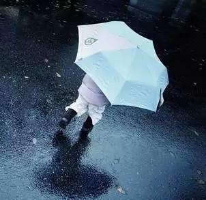 """雷雨天出门该带的不只伞,还有一份""""生存指南"""""""