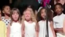 实拍四岁女孩用生命在歌唱