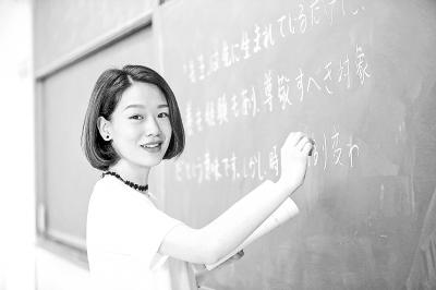 """高校女神老师""""花样课堂""""受学生热捧"""