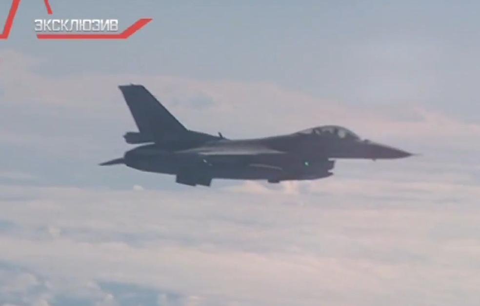 俄防长专机遭北约战机跟随 俄战机亮武器警告