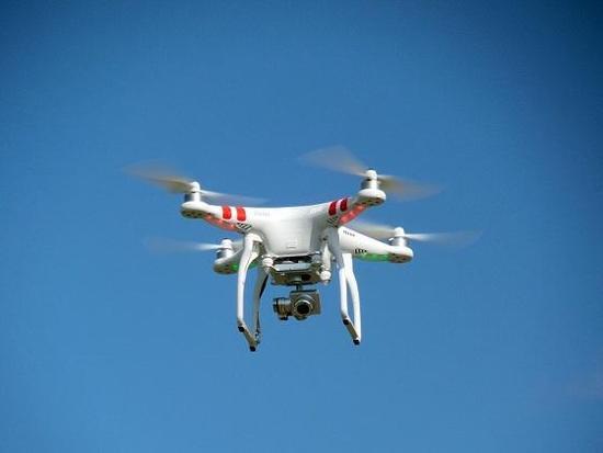 """西安警方整治""""低慢小""""航空飞行器 警用无人机巡逻防控"""