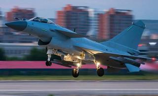 歼10B首度出征与外国战机竞技