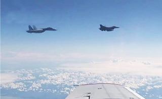 俄防长专机遭北约战机靠近 苏-27亮武器警告