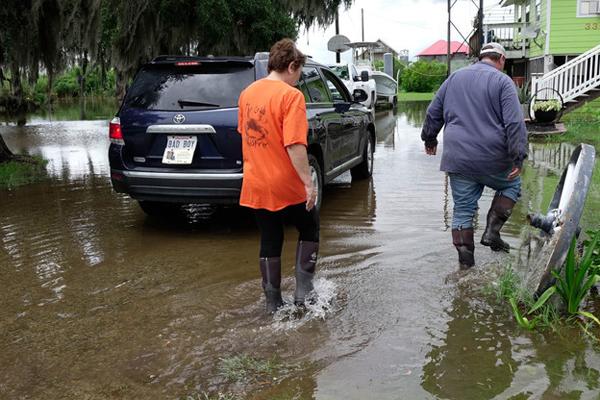 热带风暴辛迪来袭 美国部分区域遭遇洪水