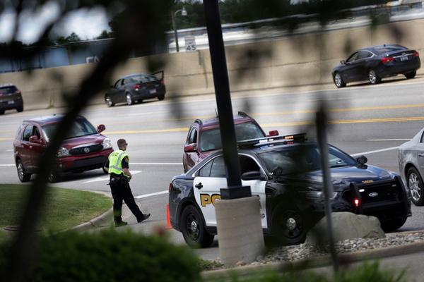 美国密歇根州一机场有警察被刺伤 疑为恐袭当局调查
