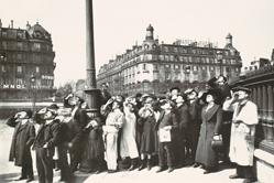 巴黎街景旧照引网友集体追忆旧时光