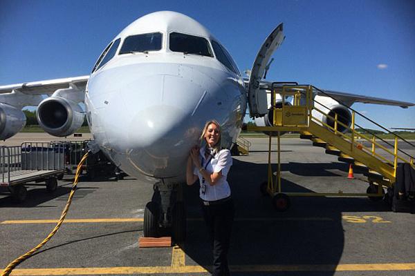 工作旅游两不误!瑞典美女飞行员晒环球世界靓照