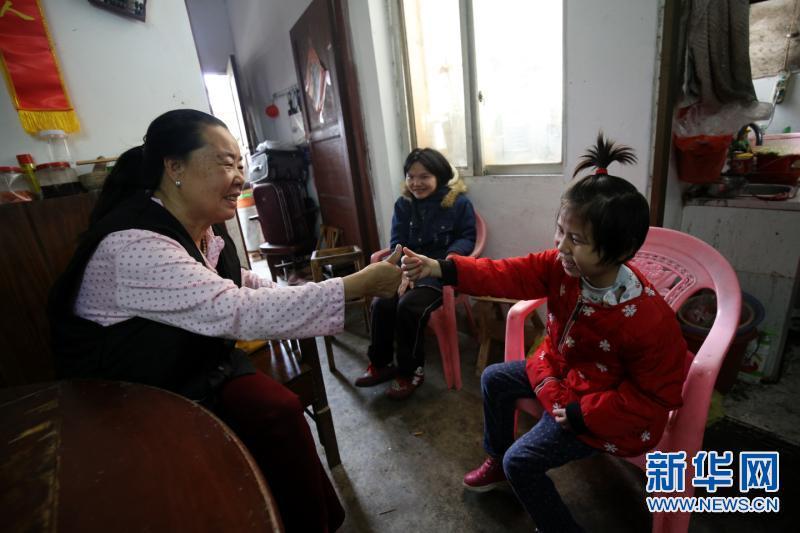 62岁爱心妈妈坚持27年养育数十名孤残儿童