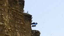 英国少年崖壁跳伞伴有石头滚落
