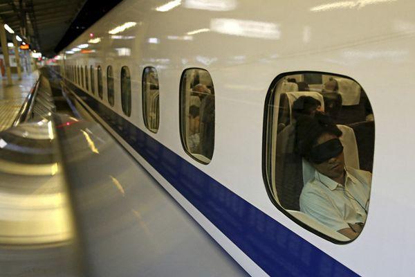 日本新干线因电线损坏停驶 乘客滞留车厢内过夜