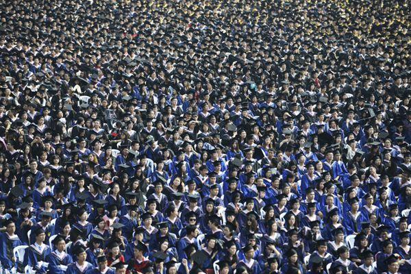 震撼!武汉大学7000多名毕业生参加毕业典礼