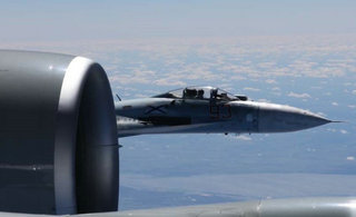 美公布侦察机遭俄苏27拦截照片