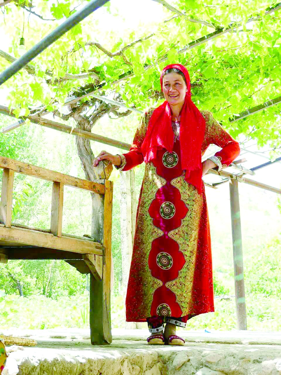 乌兹别克斯坦民居少不了棚、树、墙