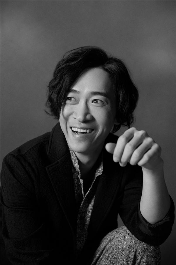 """演员王宁发布黑白写真 """"逍遥笑侠""""全新上线"""